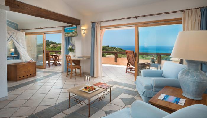 La tua camera vista mare in sardegna comfort e servizi di for Design hotel 5 stelle